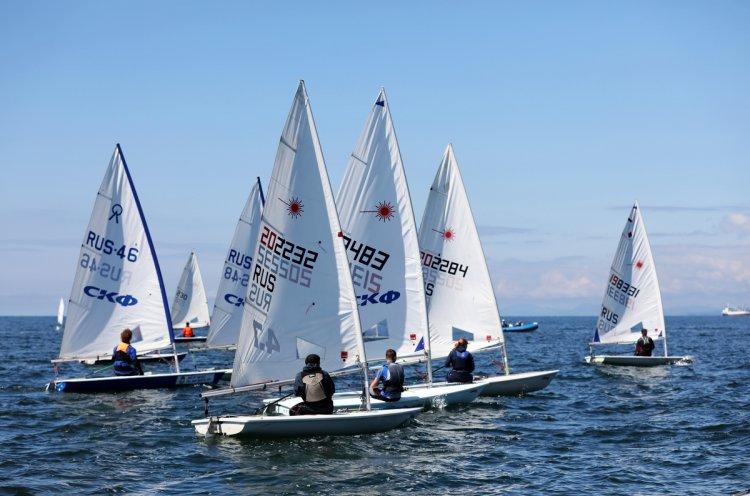 Юные яхтсмены Краевой спортивной школы вернулись к тренировкам на акватории Амурского залива