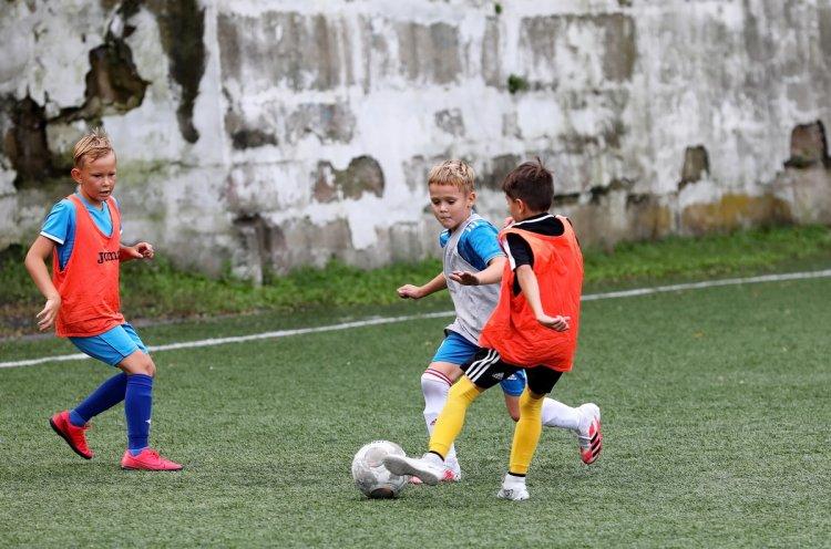 Краевая спортивная школа олимпийского резерва продолжает набор юных футболистов