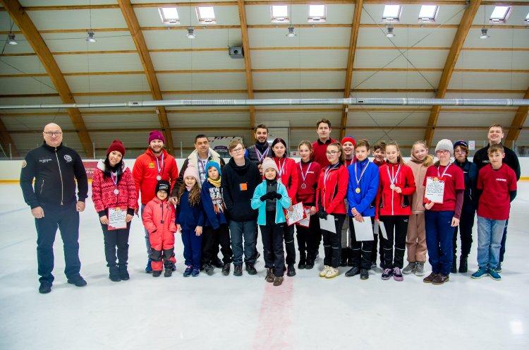 Первый официальный чемпионат по керлингу прошел в Приморье