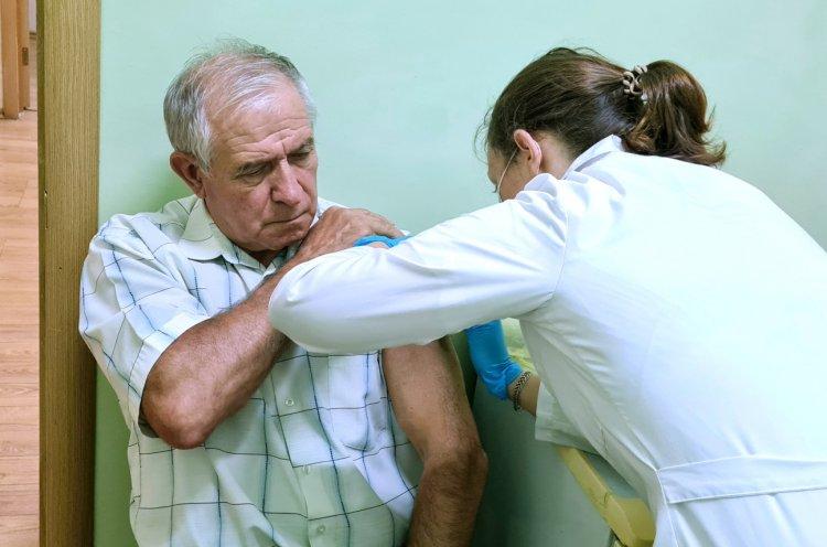 Сотрудники КСШОР прошли вакцинацию от COVID-19 на рабочем месте